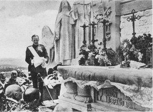 Rey Alfonso XIII - Consagración S. C. a España.jpg