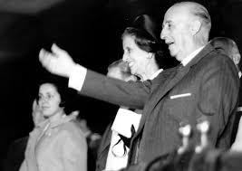 Francisco Franco y su mujer