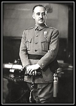 General Francisco Franco - de pie