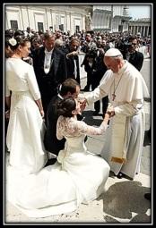 Papa Francisco - con parejas de novios