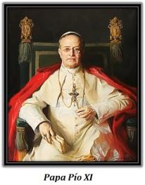 Papa Pío XI con libro