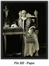 Papa Pío XII - Sentado