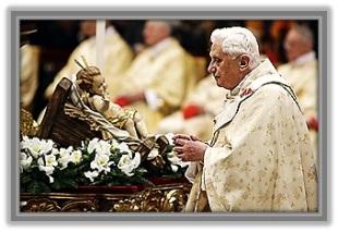 Papa Benedicto XVI y el Niño Jesús