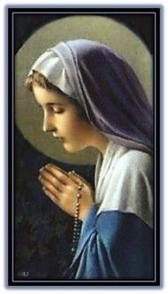 Virgen María rezando el Rosario