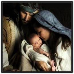 José y María con el Niño Jesús en brazos