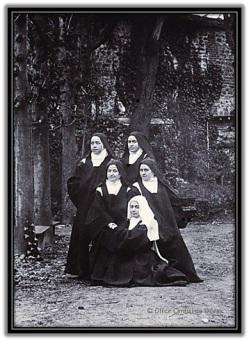 Santa Teresita y otras carmelitas