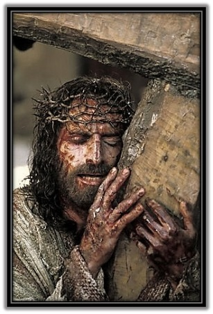 Jesús abrazado a la Cruz - 2