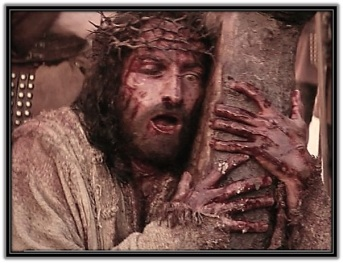Jesús abrazado a la Cruz - 3