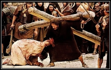 Jesús ayudado por Cirineo con la Cruz
