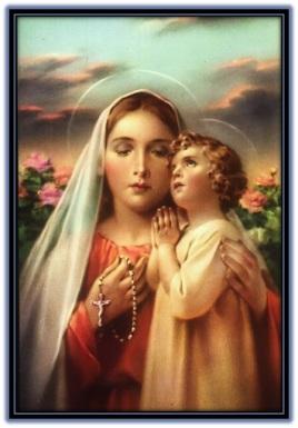 María con el rosario en la mano y el Niño Jesús