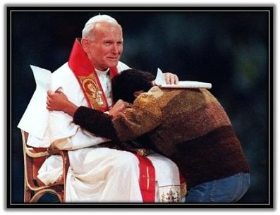 Juan Pablo II - con un joven