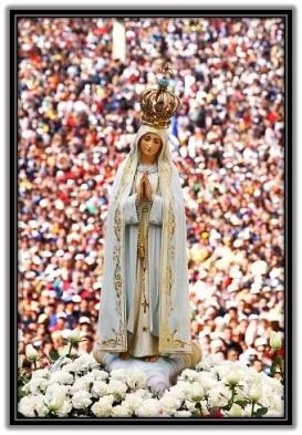 Virgen de Lourdes en procesión