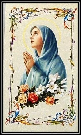 María adornada de flores