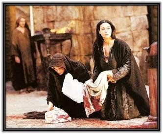 María y María Magdalena secando la sangre