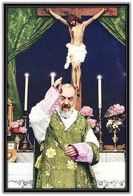 Padre Pío - Dando la bendición