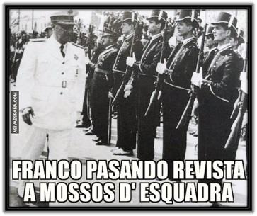 Franco pasando revista a mossos