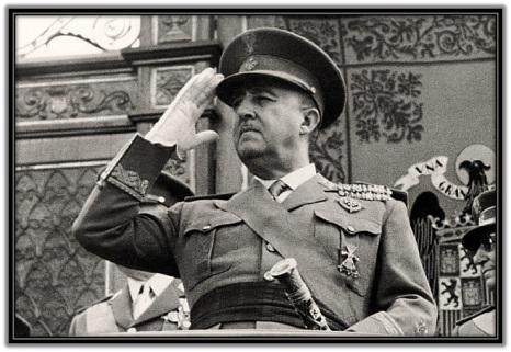 Francisco Franco - Militar - saludando