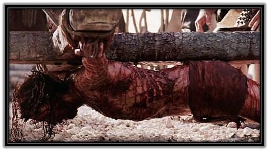 Cristo clavado en la cruz boca abajo