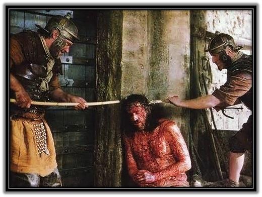 Jesús colocandole la corona de espinas