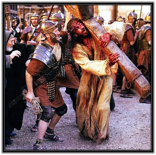 Jesús con la Cruz acuestas y soldado romano