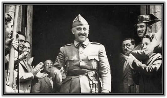Francisco Franco recibido en aplausos