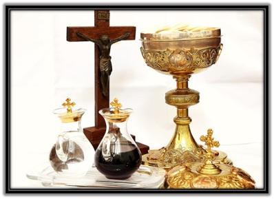 Santa Misa - Crucifijo, Copón y vinajeras