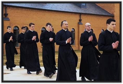 Varios sacerdotes