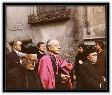 Mons. D. José Guerra Campos - acompañado