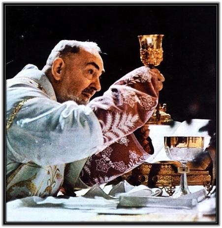 Padre Pío celebrando la Santa Misa