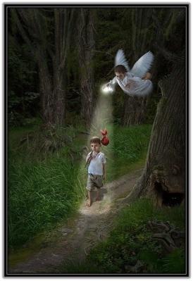 Ángel Custodio iluminando niño